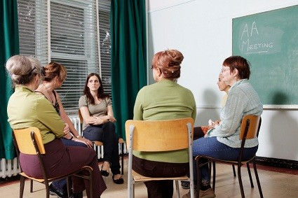 Alcoholics-Anonymous-meeting